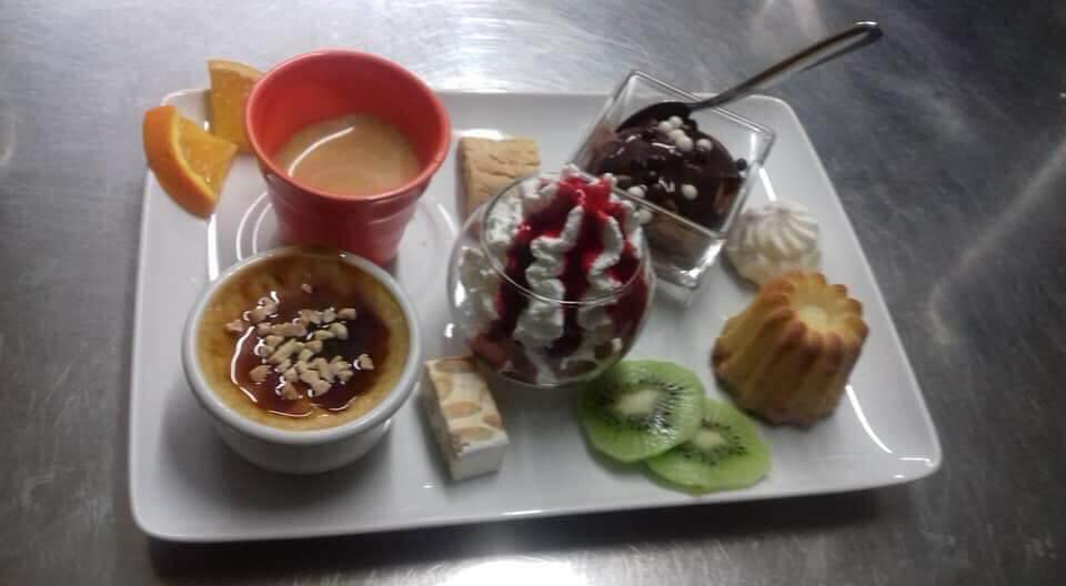 Dessert maison du restaurant traditionnel : café gourmand
