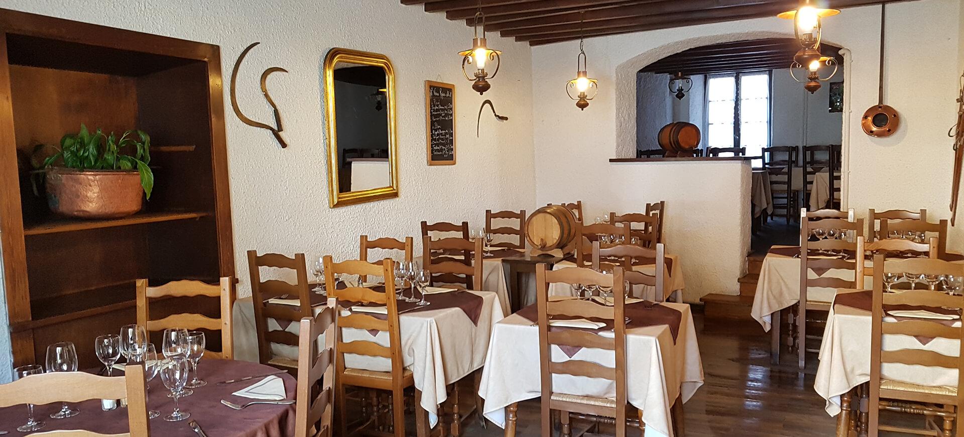 Salle du restaurant traditionnel La Petite Marmite à Gap