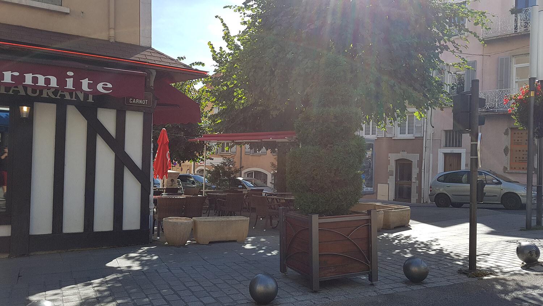 Terrasse du restaurant traditionnel la Petite Marmite à Gap